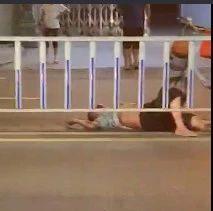 简讯|河婆张家围路口附近发生一起车祸,一人倒在地上