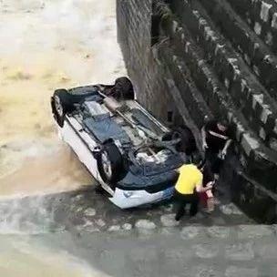 """可怕!一�I�""""硬�邸蓖ㄟ^漫水�颍��Y果被�_走"""