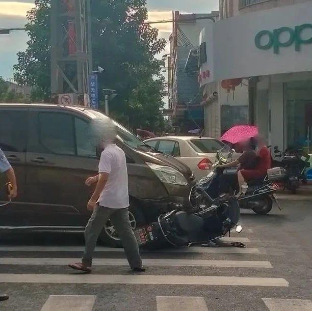 曝料 揭西发生一起交通事故,一辆电动车被卷入小轿车底下......