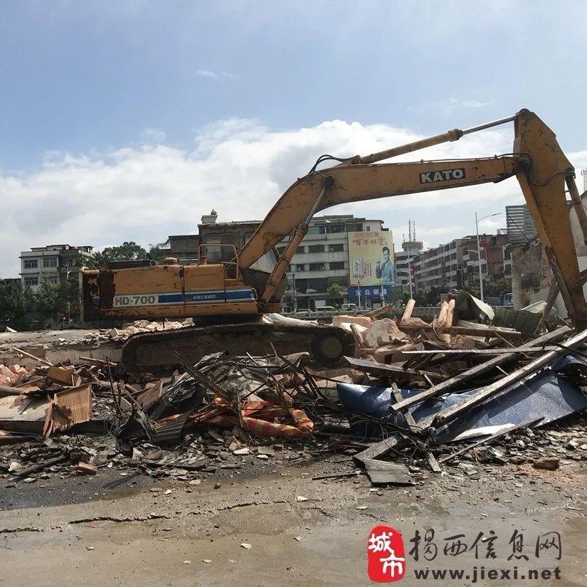 加快推进县城两河四岸毓秀工程改造提升揭西河婆横江河岸部分老建筑被拆除