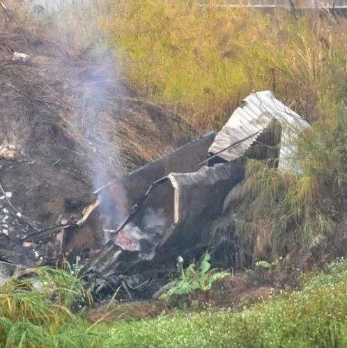 省台今日一线报道快递车在汕湛高速揭西横江河特大桥坠桥起火......