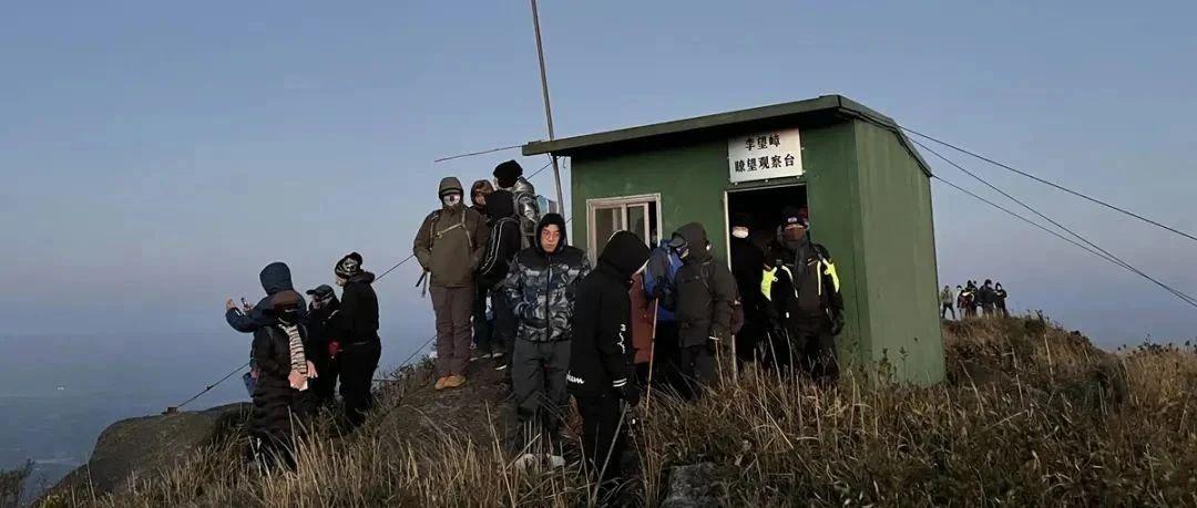 昨晚零度以下,一群揭西人上了李望嶂,看到了这样一幕