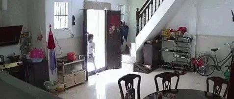网友爆料,近期有名揭西小女孩疑似进入他人住宅偷东西!