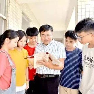 让爱和智慧照亮学生――记省特级教师、揭西县棉湖中学教师杨木徐