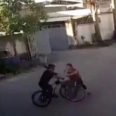 """揭阳""""保时捷女司机自行车版""""刷爆网络,警方最新回复来了…"""