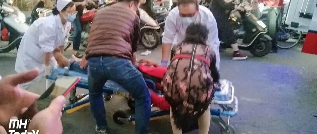 正能量|一男子在揭西某桥突然倒地不起,热心群众齐救援