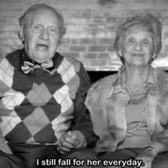 他说他爱我,但是我们的爱情与婚姻无关!