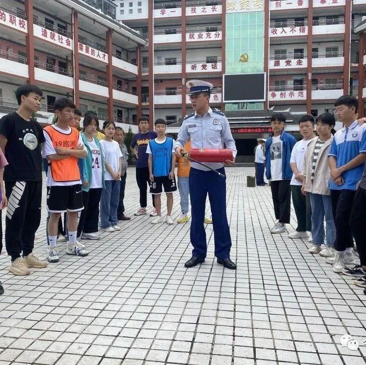 团县委、县消防大队和县职校联合开展消防疏散演练活动