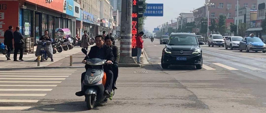 """【曝光台】行人、非机动车违法大曝光(第二期)看看又有谁""""露脸""""啦!"""