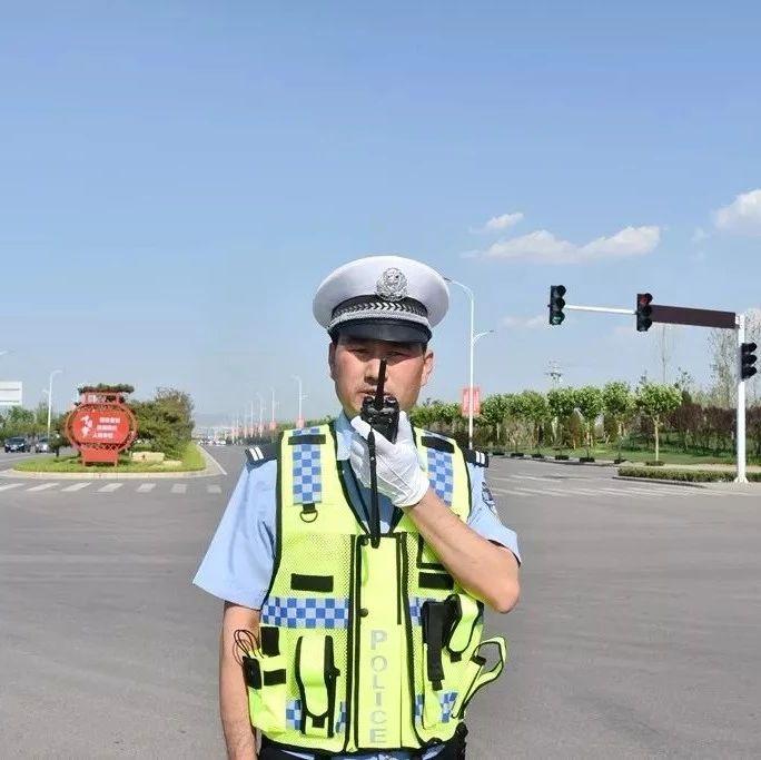 汝州�@名交警累倒在工作��位上,我��很心疼!