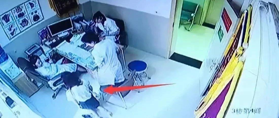 女子跪求免費人流,術後翻臉要醫生賠孩子,這事你怎麼看