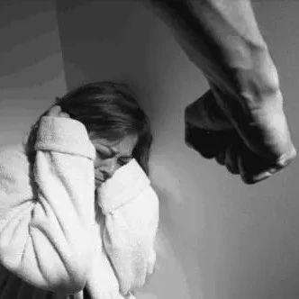 女子遭家暴被判不予离婚,法官:要给男方机会,给双方冷静期