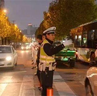 六安路面执勤交警24小时都干了些什么?骑车、开车的你留意
