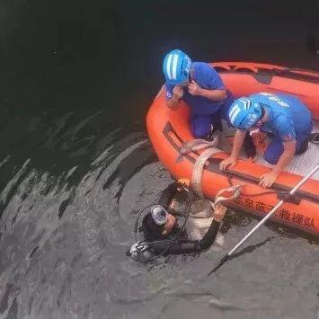安徽一轿车落水司机身亡!遗体却在后备箱找到!
