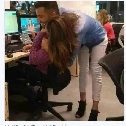 一张欺骗眼睛的离奇照片疯传!到底谁穿了高跟鞋,网友吵疯了!