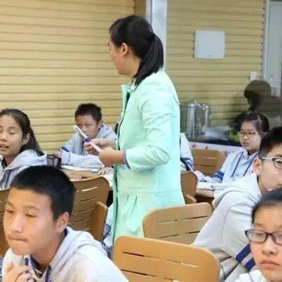 今天,全国的家长群炸锅了!都在传这个女老师!说得真痛快!
