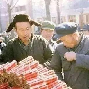 50、60、70、80年代春节老照片,简单而珍贵的年味儿!
