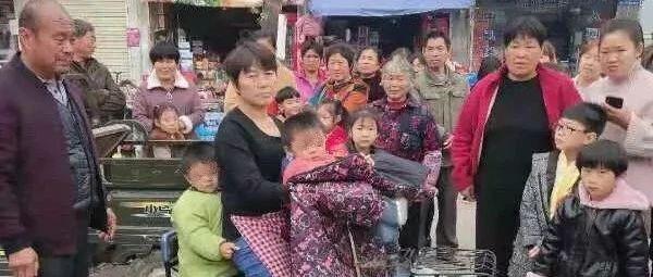 阜南菜市场现人贩子偷小孩?阜阳警方回应了…