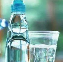 千�L水、隔夜水不能喝?�e,真正不能喝的水是它…