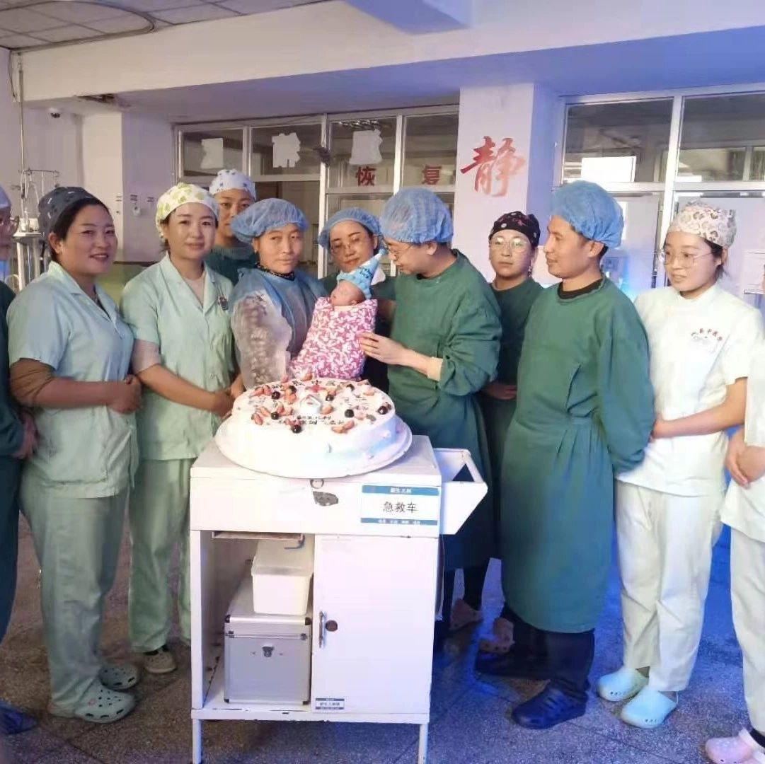 岷县中医院新生儿科为极低体重早产儿过满月~
