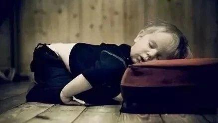 """澳门威尼斯人游戏平台人你知道为啥睡觉时身体会突然""""抖""""一下?多年疑问终于解开了"""