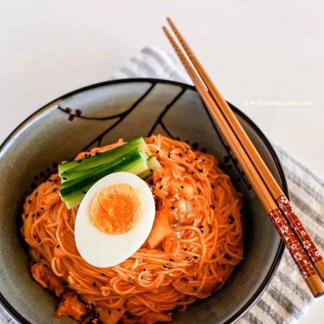 用�@�N筷子吃�,小心慢性中毒!很多襄�人都在用