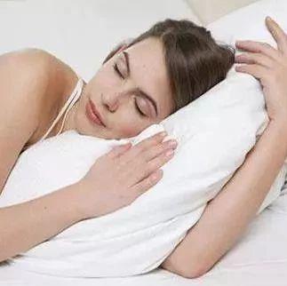 """身体好不好,看""""睡姿""""就知道!健康的人都这样睡…"""