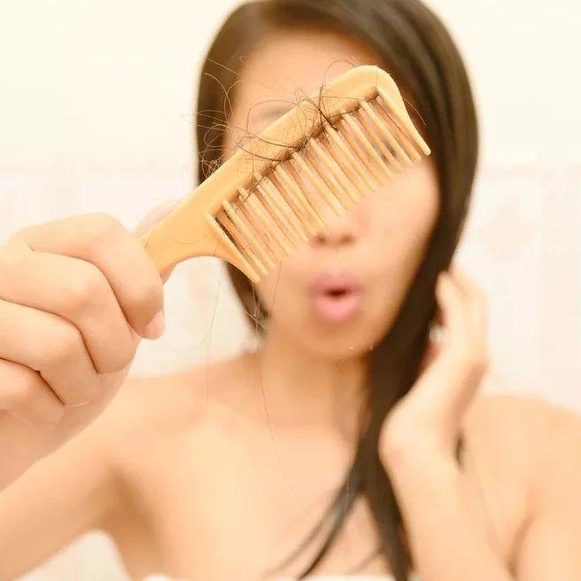 """澳门威尼斯人游戏平台人说:白头发""""拔一根长十根""""?自己的头发,心里没点数吗?"""