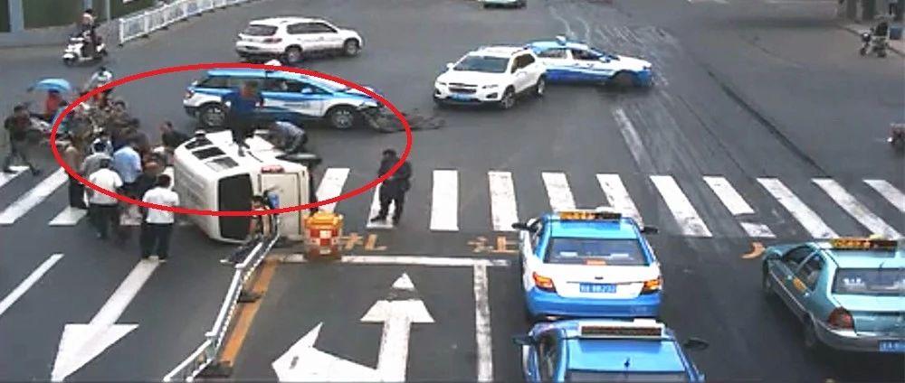 车祸现场,的哥救出4人反被骂,看完视频监控恍然大悟