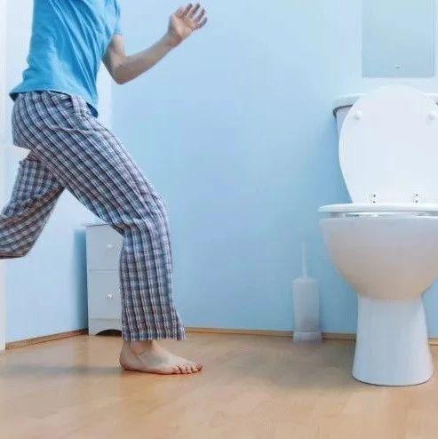【提醒】男子上厕所太用力心脏骤?!�卫生间里千万别这样�?</a