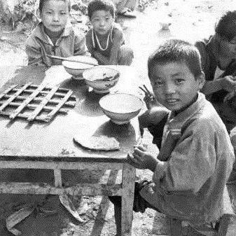 淅川温情回忆,80年代的吃饭老照片,温暖了整个朋友圈