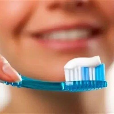 """【健康】每天坚持刷牙,牙却一颗颗掉...这个习惯等于""""自残""""!"""