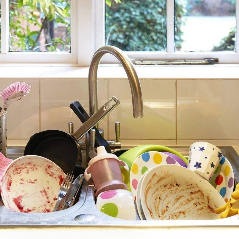 4小�r不洗碗等于吃毒?�@些洗碗�`�^,很多�G�T的家庭中招了