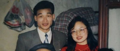 替丈夫守灵时她做出一个决定,改变了两代人的人生