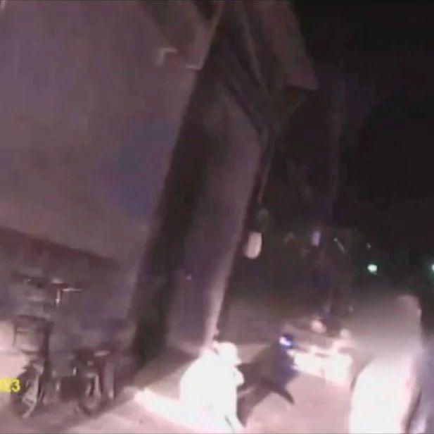 """【关注】执法录像公布!警方还原""""女快递员下跪""""过程"""