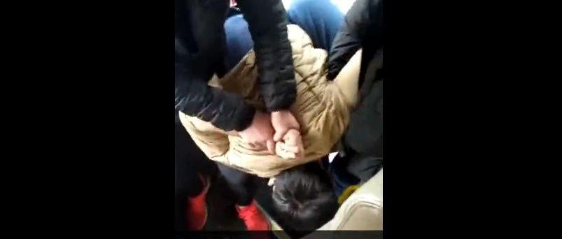 公交坠江仅过30天,重庆又有人抢方向盘...