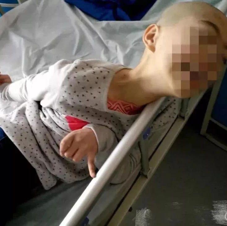"""11岁女孩喝了妈妈煮的一碗""""水"""",竟手脚变形、严重脑损伤"""