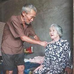 永春这个大嫂28年不离不弃照顾患病小叔,不料自己突遭车祸截肢.....