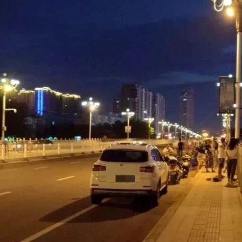 """网友称""""漯河最危险的大桥"""""""