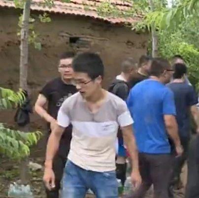 广饶:预防小清河河水外溢150名党员干部合力加高堤坝