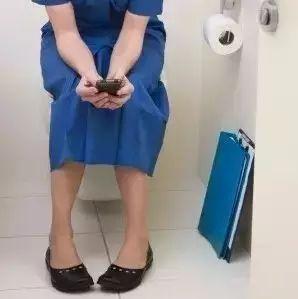 @洪洞上厕所喜欢玩手机的人,你的7个器官正慢慢受损!