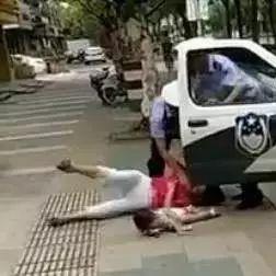洪洞朋友圈疯传的交警绊摔抱娃女子