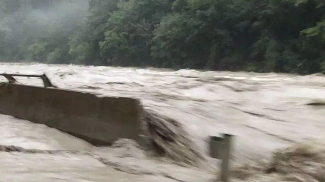 重要提醒!四川多地塌方、断道……青城山都江堰暂停营业!