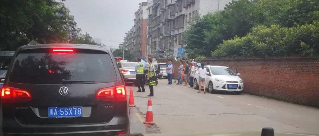 突发!今日上午,凯丽名城附近发生一起小车与电瓶车刮擦事故!
