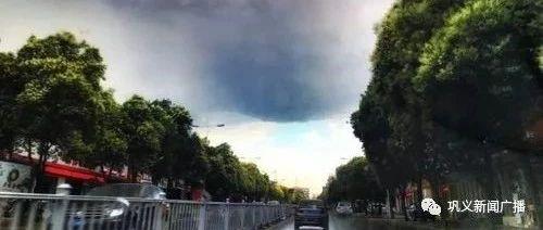 前方有坑,下雨天,路�^��x城�^�@些路段一定要慢�龋�