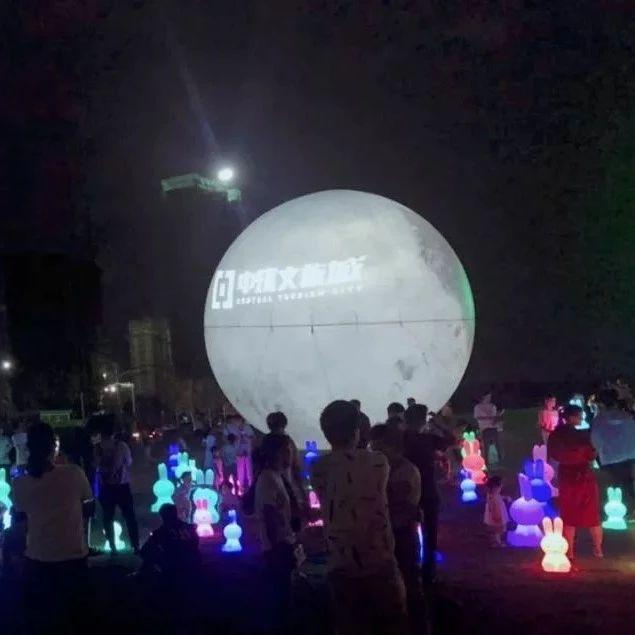 昨天,临泉惊现巨型月亮和1.5米大月饼!