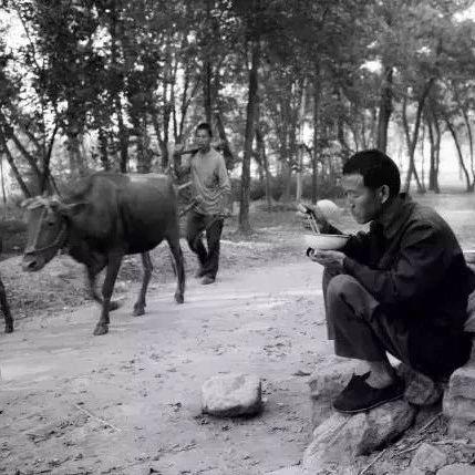 一组霍邱农村30年前吃饭的老照片,瞬间刷爆朋友圈~