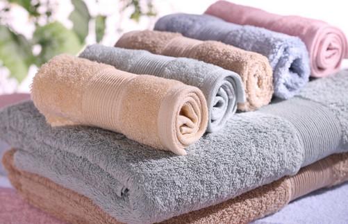�K毛巾�e只用肥皂洗,加入���|西,毛巾干干��艉托碌囊�尤彳�
