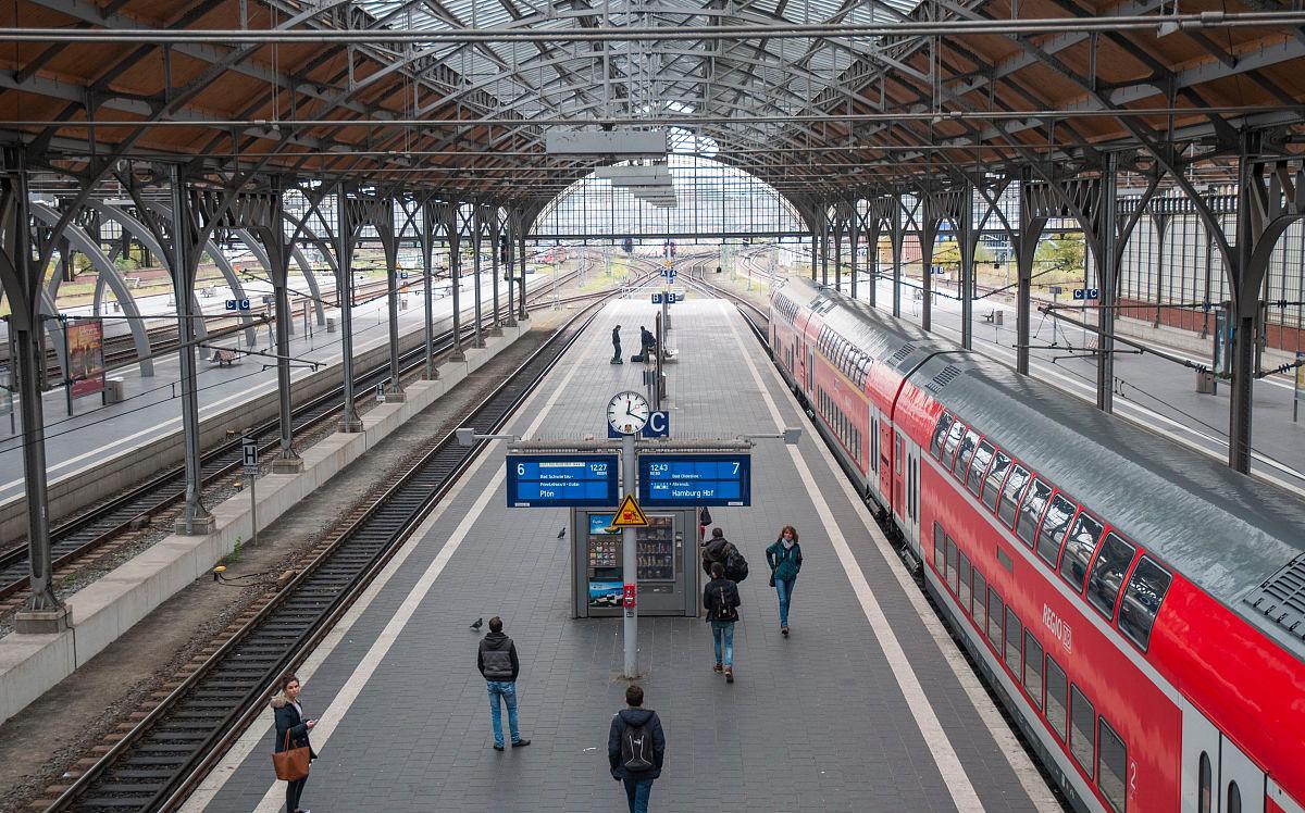 火车站拍到的,坐火车的赶快通知家人…