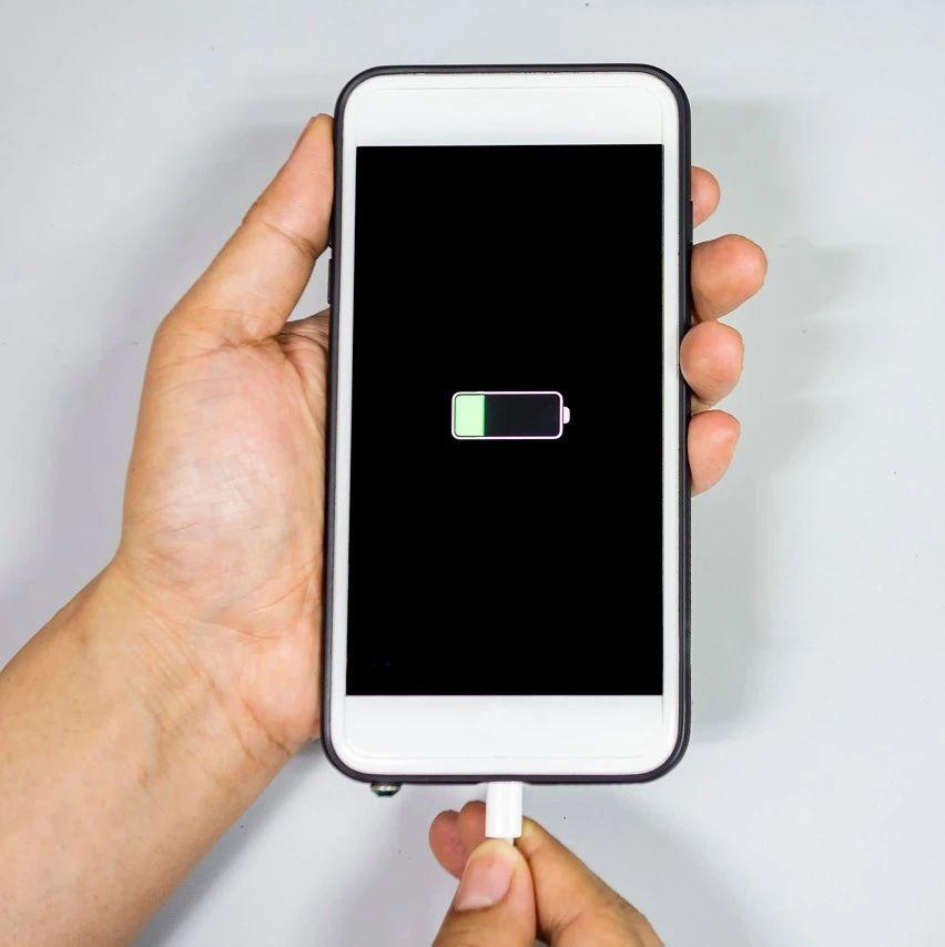 枝江人知道吗?涨姿势!手机电量为啥到20%就会提醒充电?真相竟是…